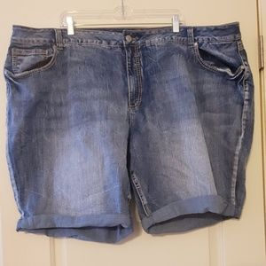 NWOT Cato 32W plus size Jean shorts
